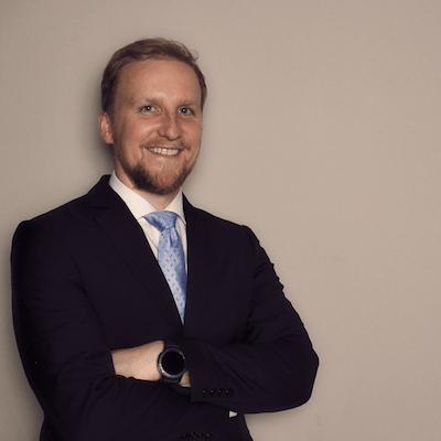 Dr. Jan Gumprecht mit FitSeat in DIE HOEHLE DER LOEWEN