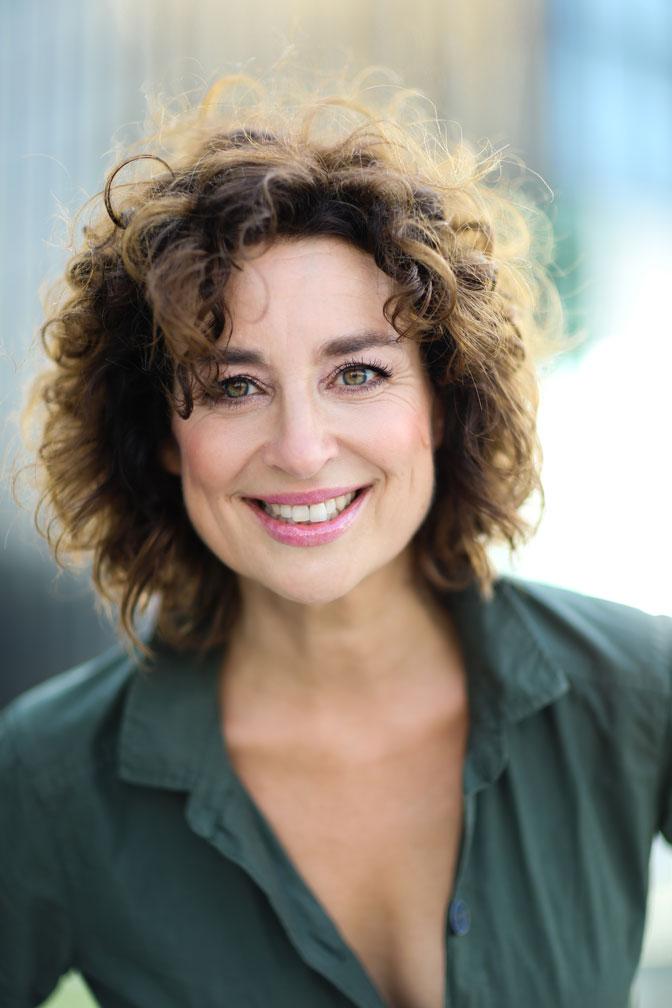 Die Buchautorin Isabel Varell im chancemotion EmoTalk bei der EmotionsExpertin Carmen Uth